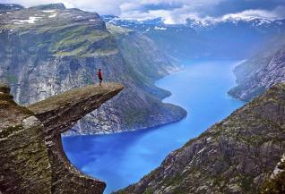 #Norvége : Voitures essence interdites, déforestation prohibée, réductions drastiques des émissions de dioxyde de carbone d'ici à 2030… En adoptant ces mesures, la Norvège s'affirme comme un pays précurseur. Un exemple a suivre !